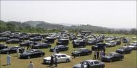 گاڑیوں کی نیلامی،9 خریدار بولی لگاکر بھاگ نکلے