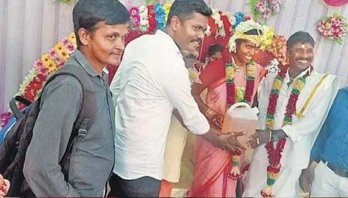 بھارتی دلہا دلہن کیلئے شادی میں 5 لیٹر پیٹرول کا تحفہ