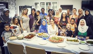 میگھن مارکل نے مسلم خواتین کے ساتھ مل کر کھانا بنایا