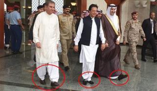 وزیراعظم نے مدینہ منورہ میں جوتے اتار کر قدم رکھے