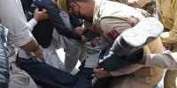 مقبوضہ کشمیر میں بھائی پر تشدد دیکھ کر بہن کا دل بند ہوگیا