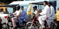 کراچی: موٹرسائیکل کی ڈبل سواری پر پابندی ختم