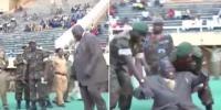 یوگنڈا: نائب وزیراعظم فٹبال کو کک لگاتے ہوئے زمین پر جا گرے