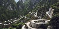 چینی کھلاڑیوں کی خطرناک راستے پر بائیک ریسنگ