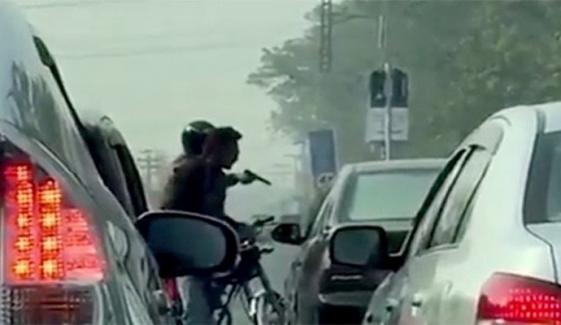 کراچی : سرکاری گاڑیاں چھینے والے ملزم کے سنسنی خیز انکشافات