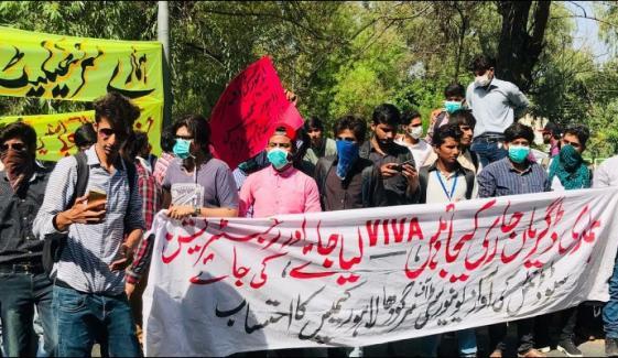 لاہور:کینال روڈ پر طلبہ کا دھرنا، 8 گھنٹے سے ٹریفک معطل