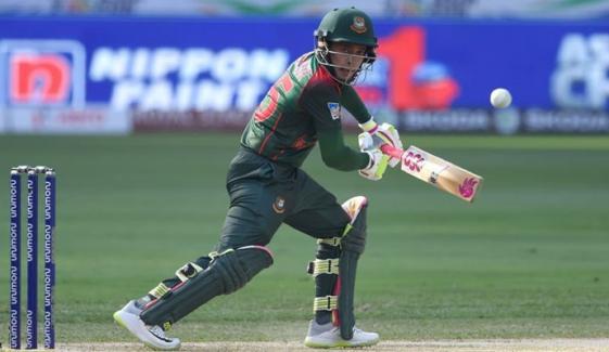 مشفق الرحیم 99 رنز پر آئوٹ، بنگلادیش کے6 وکٹ پر 216 رنز