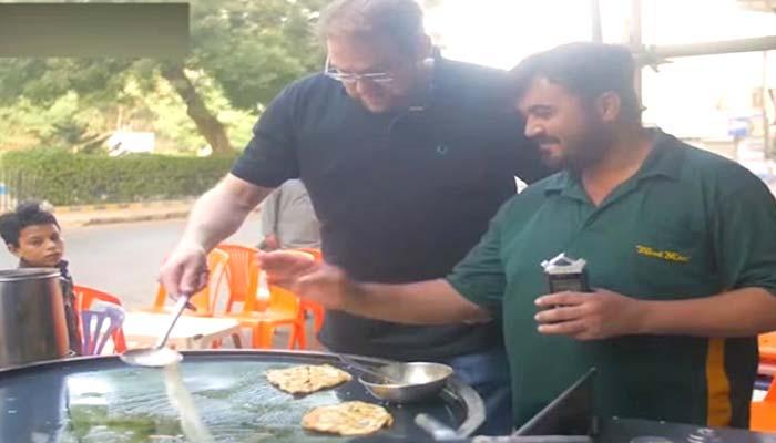 کراچی کی سیر، آملیٹ ،پیزا پراٹھا اور پان کی ویڈیو وائرل