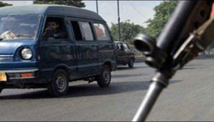 کراچی: ایک اور سرکاری گاڑی چھین لی گئی
