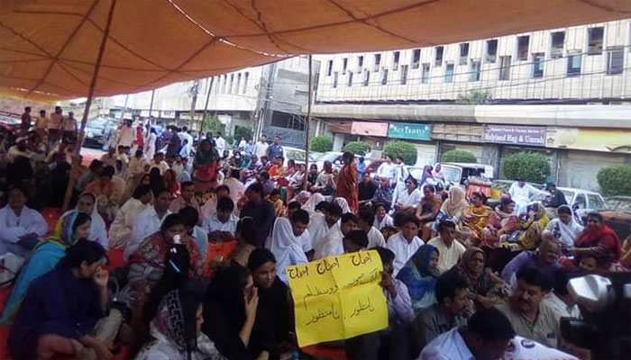 کراچی: نرسوں کی وزیراعلیٰ ہائوس کے گھیرائو کی دھمکی