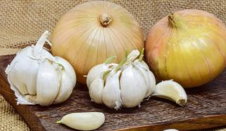 Quick Ways To Fix Bad Breath Caused By Onion And Garlic