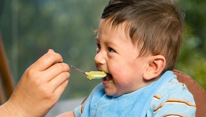 بچے کی پہلی ٹھوس غذا