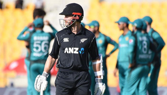 دوسرا میچ: نیوزی لینڈ نے پاکستان کو 210 رنز کا ہدف دے دیا