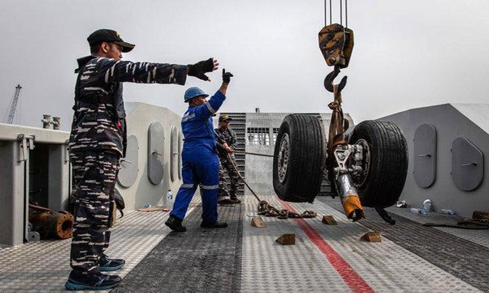 انڈونیشیا طیارہ حادثہ، ریسکیو کام روک دیا گیا