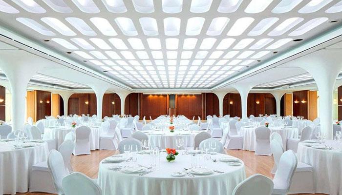 کوئین ایلزبتھ ٹو نامی بحری جہازتیرتے ہوٹل میں تبدیل