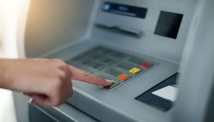 بینک صارفین کے بعد اے ٹی ایم ہی لوٹ لی گئی