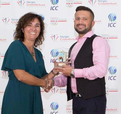نارویجن پاکستانی کرکٹر تجمل شاہ نے بہترین کھلاڑی کا ایوارڈ جیت لیا