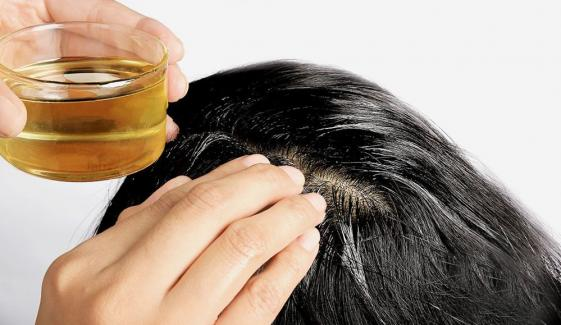 Here Are The Five Benefits Of Oiling Your Hair