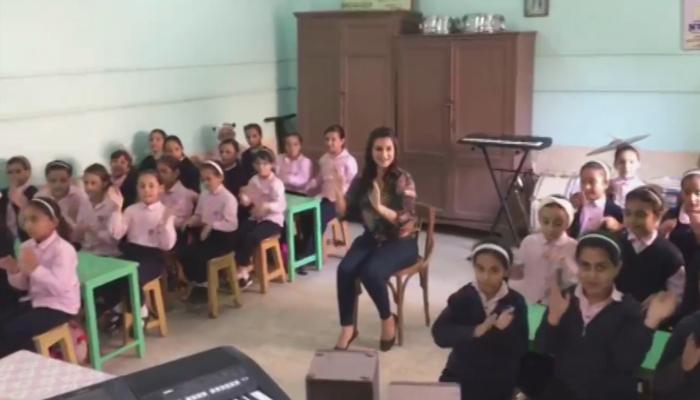 مصر ی ٹیچر کا 'طلبہ کو سماعتی آلودگی سے محفوظ رکھنے کا انوکھا انداز
