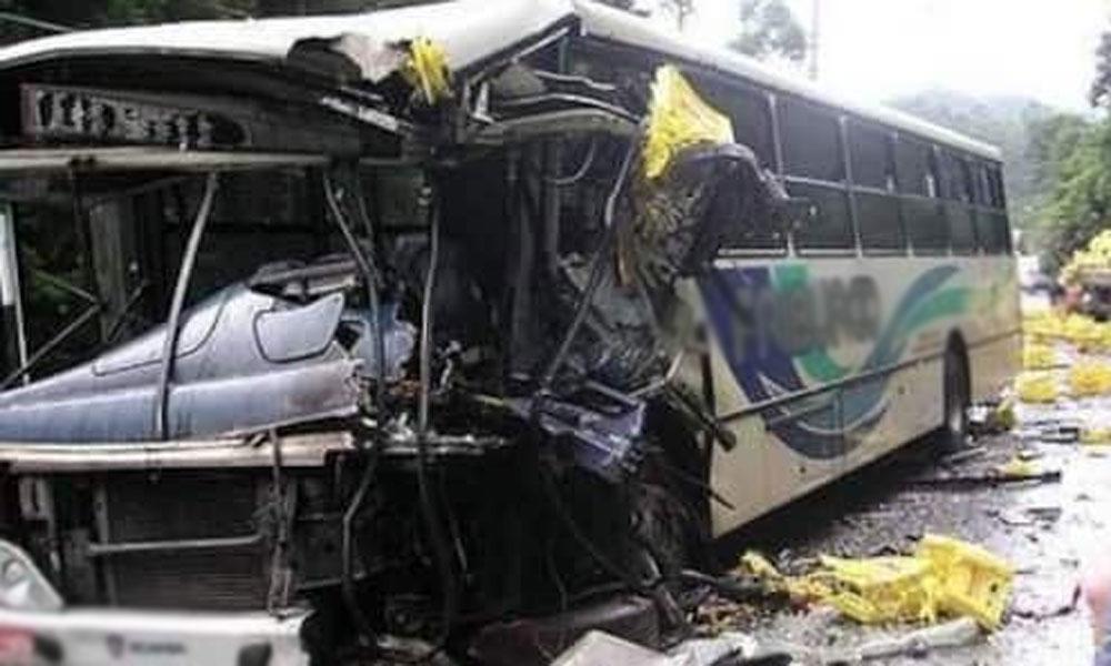 ساہیوال ،آئل ٹینکر کا بس کے تصادم 3 افراد جاں بحق