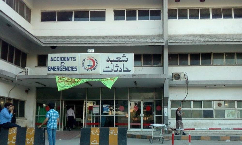 لاہور کے شیخ زید اسپتال میں ینگ ڈاکٹرز کا احتجاج