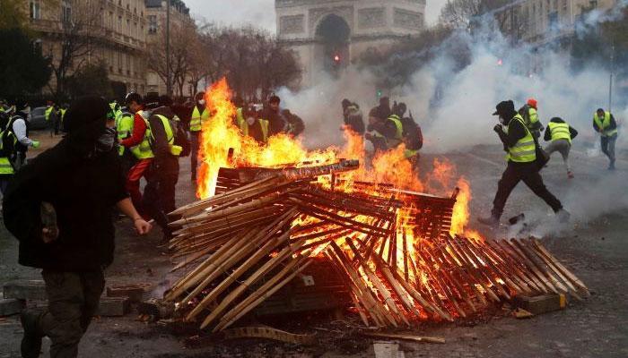 پیرس  چوتھے ہفتے بھی میدان جنگ بنا رہا، پرتشدد مظاہرے