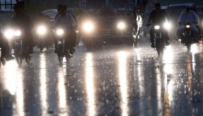 کراچی کے مختلف علاقوں میں بارش، سردی میں اضافہ