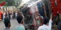 Truck And Rickshaw Accident Due To Fog 2 People Killed In Bhakkar