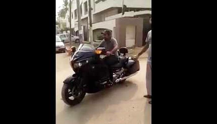 سرفراز احمد کی ہیوی بائیک پر رائیڈنگ کی ویڈیو وائرل