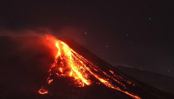 اٹلی:یورپ کے سب سےمتحرک آتش فشاں سے لاوے کا اخراج