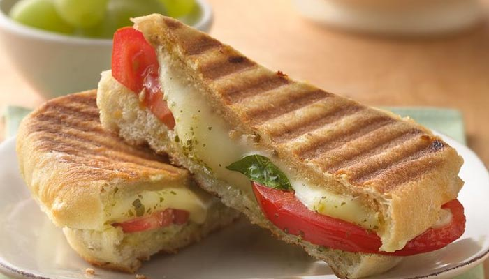 بھاری غذا چھوڑیں: سینڈوچ اور پانینی کھائیں