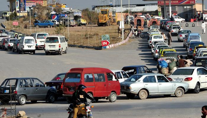 کراچی، 36 گھنٹوں کے بعدسی این جی اسٹیشن کھل گئے