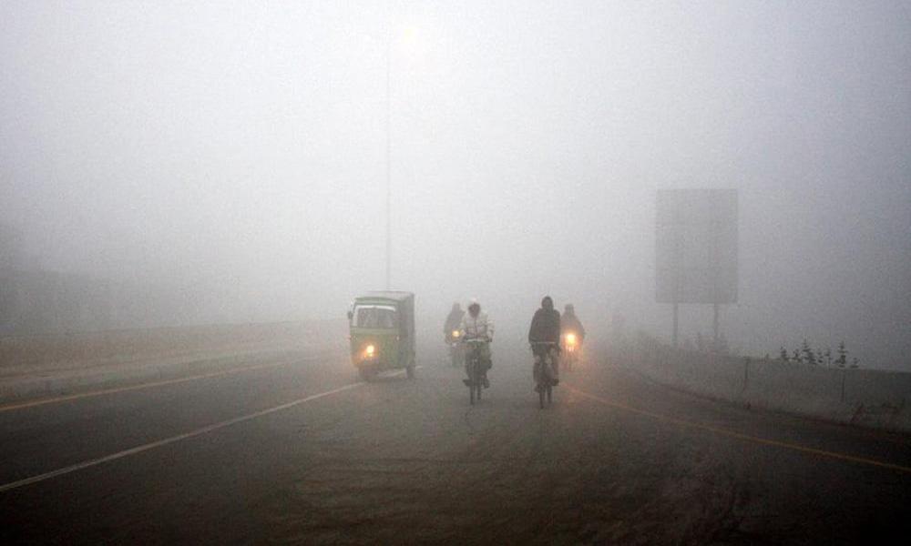 پنجاب اور کے پی کے میں دھند کے ڈیرے، حد نگاہ متاثر