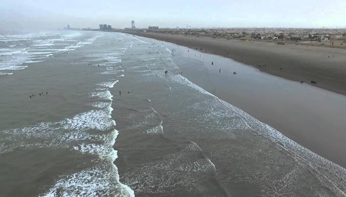 کراچی میں ساحل سمندر پر عوام کا داخلہ بند