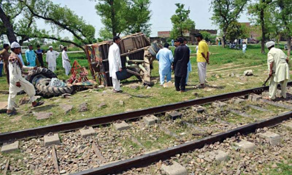 کوٹ رادھا کشن، ٹرین کی ٹریکٹر ٹرالی سے ٹکر، 1شخص جاں بحق
