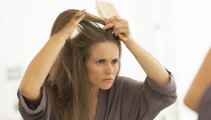 سردی میں بالوں کی خشکی کیسے دور کی جائے؟