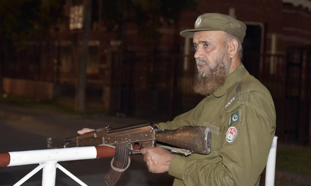 نیو ایئر نائٹ پر لاہور میں 10 اہلکار سیکیورٹی ڈیوٹی دینگے