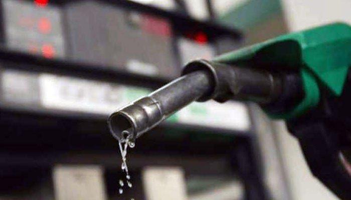 پیٹرول کی قیمتوں میں 4 روپے کی کمی کردی گئی