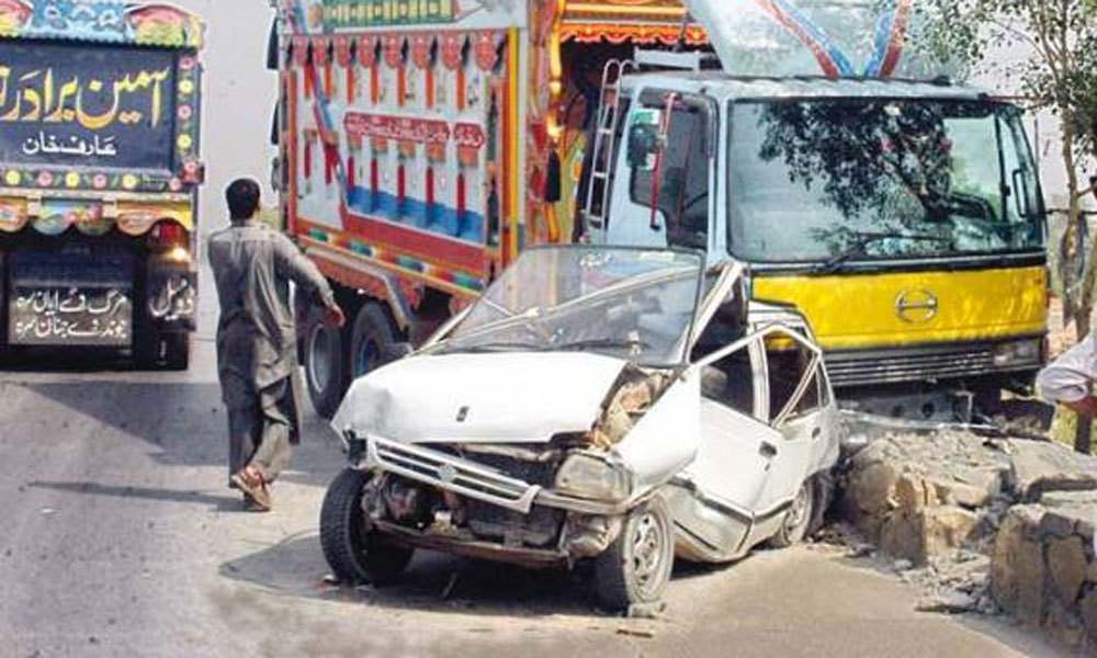 جیکب آباد: ٹرک اور کار میں تصادم، 2 افراد جاں بحق