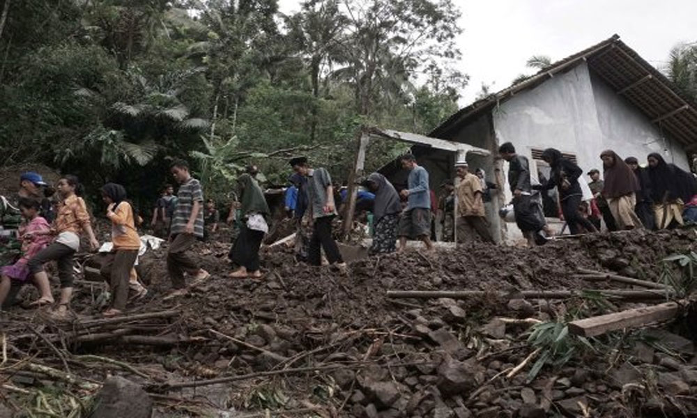انڈونیشیا: جاوا میں سلائیڈنگ سے 2 افراد ہلاک