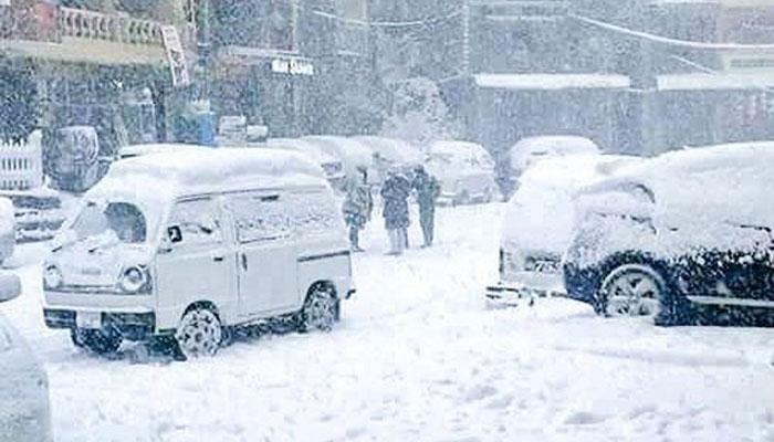 مری میں سال نو کی پہلی برف باری