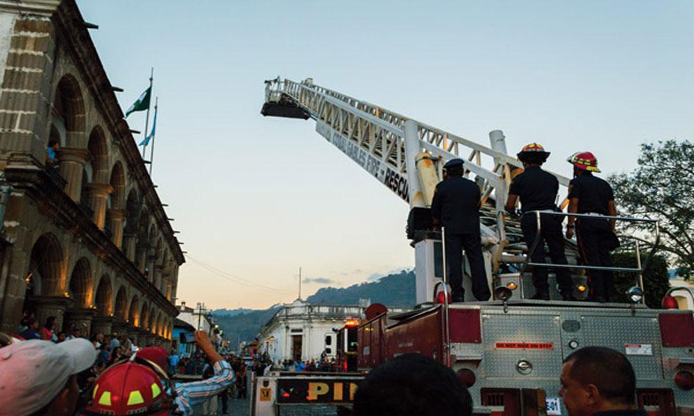 گوئٹے مالا کے شہر اینٹی گوا میں آگ لگنے سے 8 عمارتیں تباہ