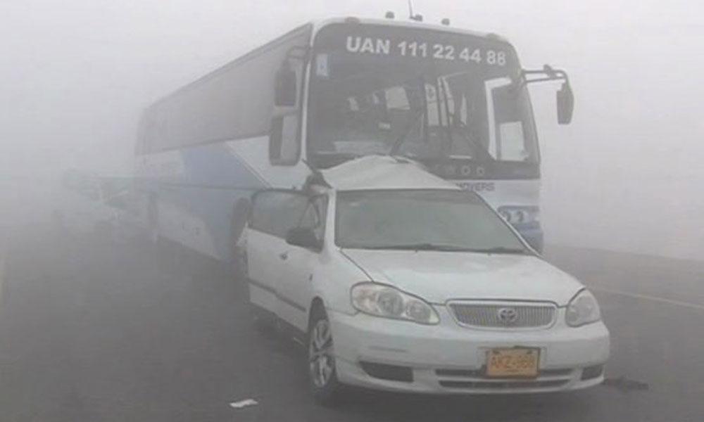 دھند کے باعث حادثات، 4 افراد جاں بحق، 22 زخمی