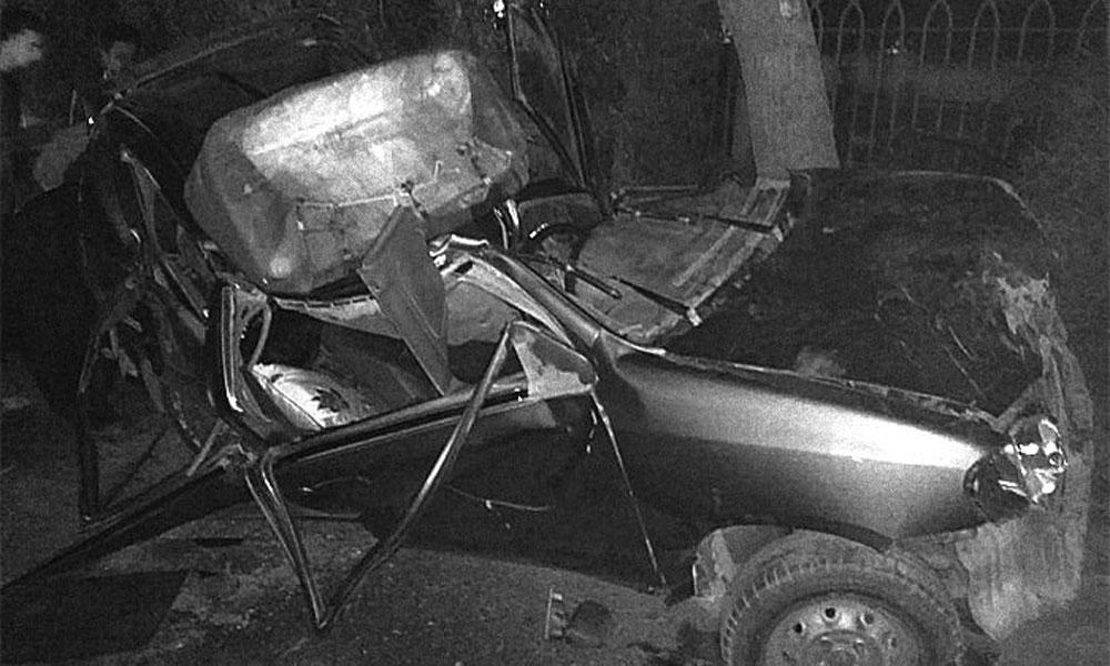 کراچی: یونیورسٹی روڈ پر کار کو حادثہ، ڈرائیور زخمی
