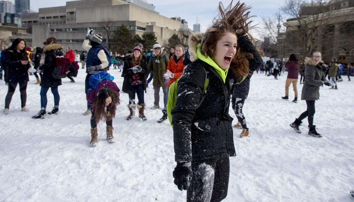 ورجینیا میں برف کے گولے برسانے کی انوکھی  جنگ