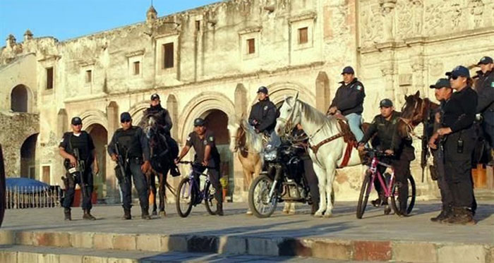 میسیکو، ایندھن نہ ہونے پر پولیس کا سائیکل پر گشت