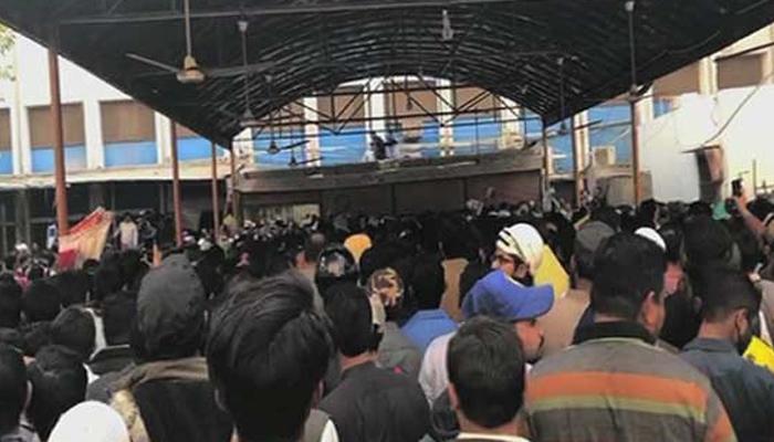 کراچی؛ سول اسپتال کی 300 آسامیوں کیلئے10 ہزارامیدوار