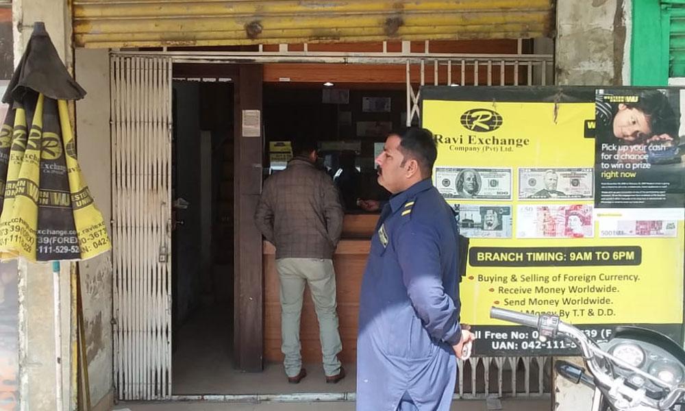 گلستان جوہر کراچی کے منی چینجر سے 70 لاکھ لوٹ لیے گئے
