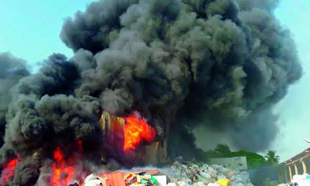 حیدرآباد کی پلاسٹک فیکٹری میں آگ لگ گئی