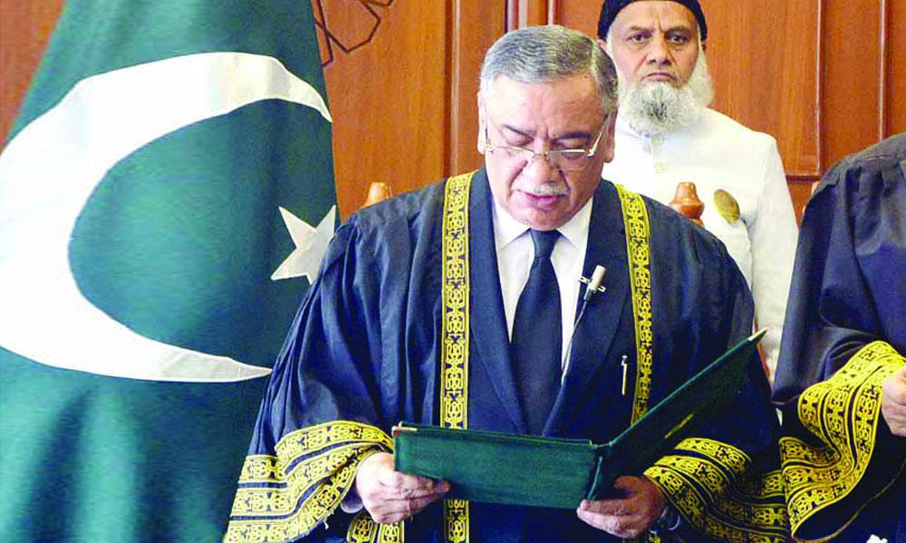 جسٹس آصف سعید کھوسہ نے چیف جسٹس پاکستان کا حلف اٹھا لیا